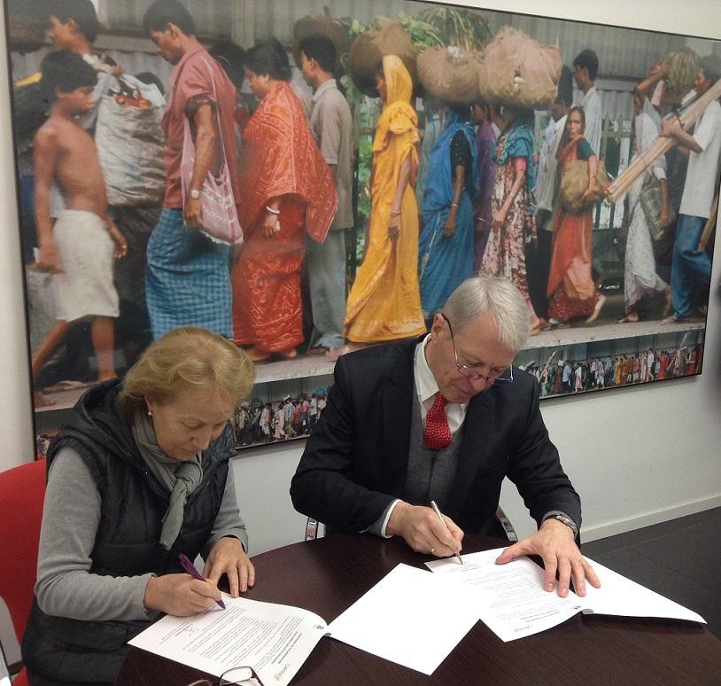 Firma convenio AECOP